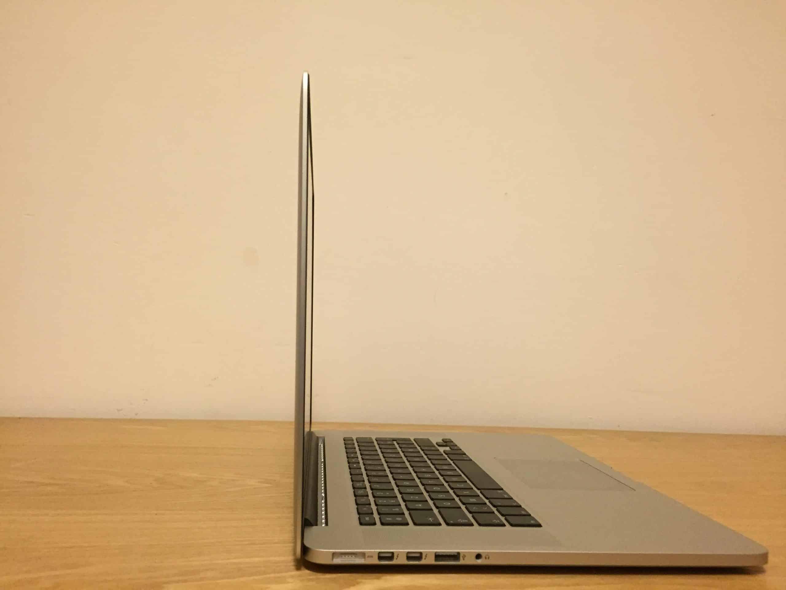 Difference macbook pro macbook pro retina00014