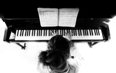 Apprendre à jouer du Piano: La gamme de FA mineur blues MOTIF N°5